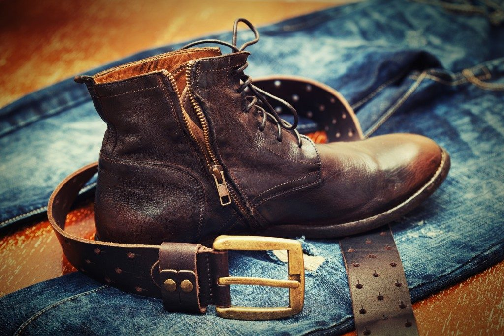 Cowboy boot with leather belt