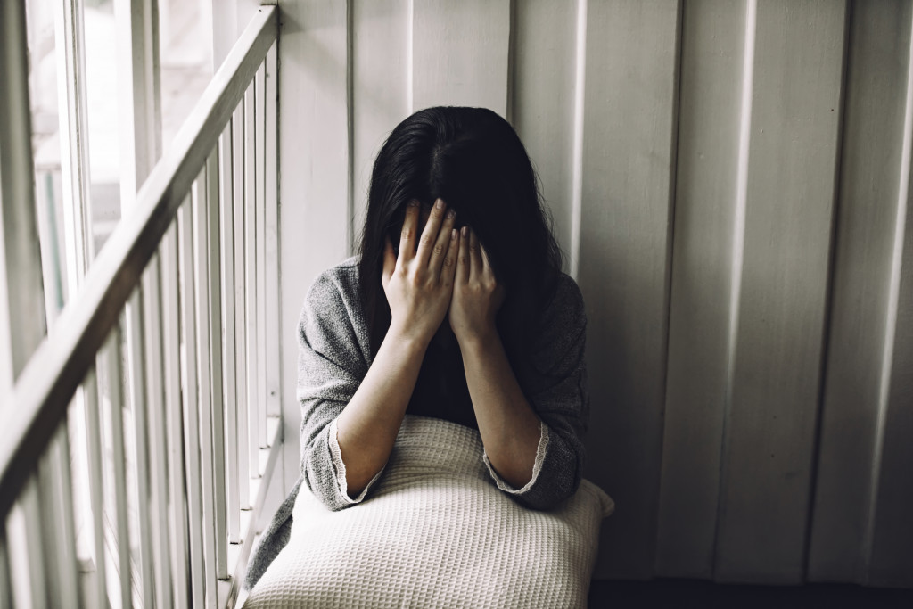 woman experiencing mental health problems