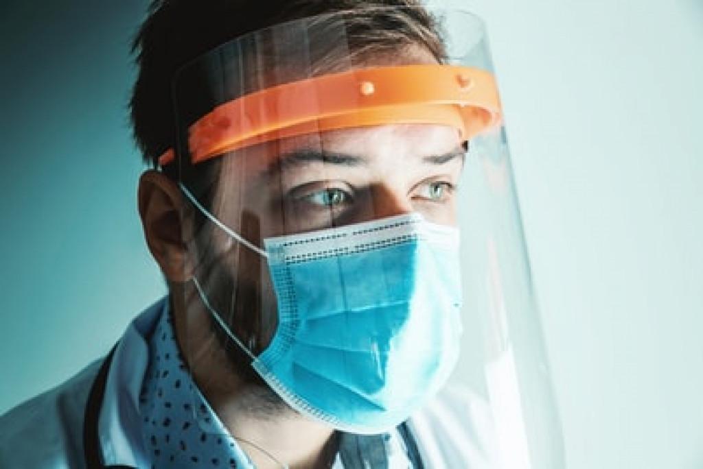 doctor wearing facemask